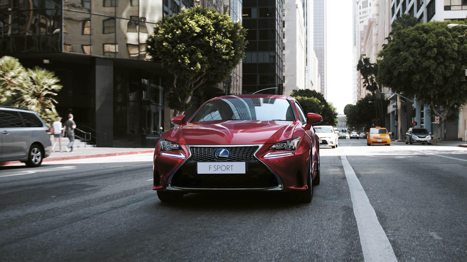 Lexus RC rot von vorne