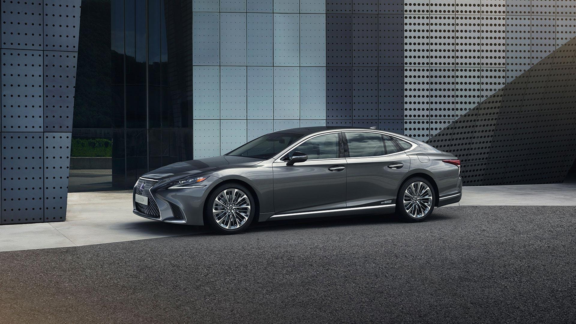 Lexus LS schwarz Seitenansicht
