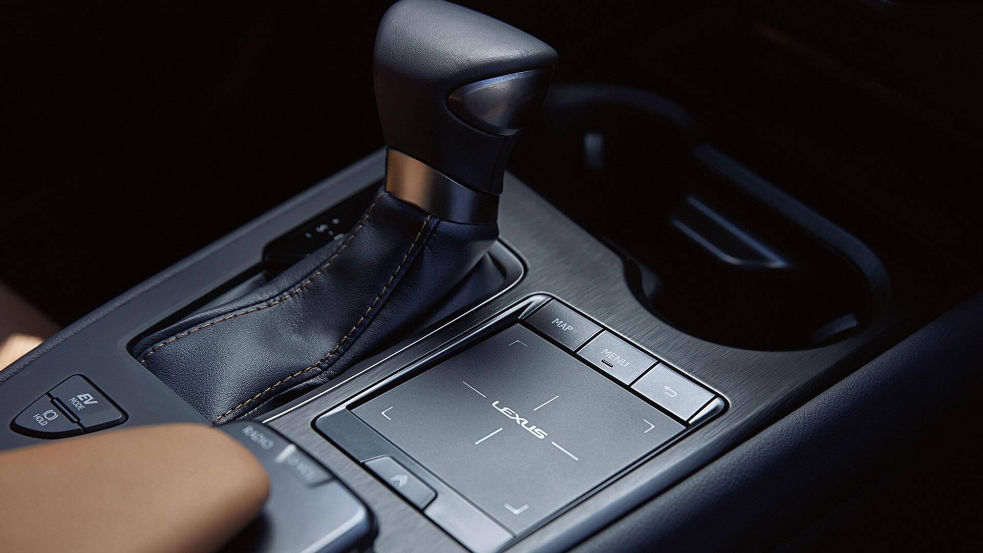 Lexus UX Touchpad und Schaltung