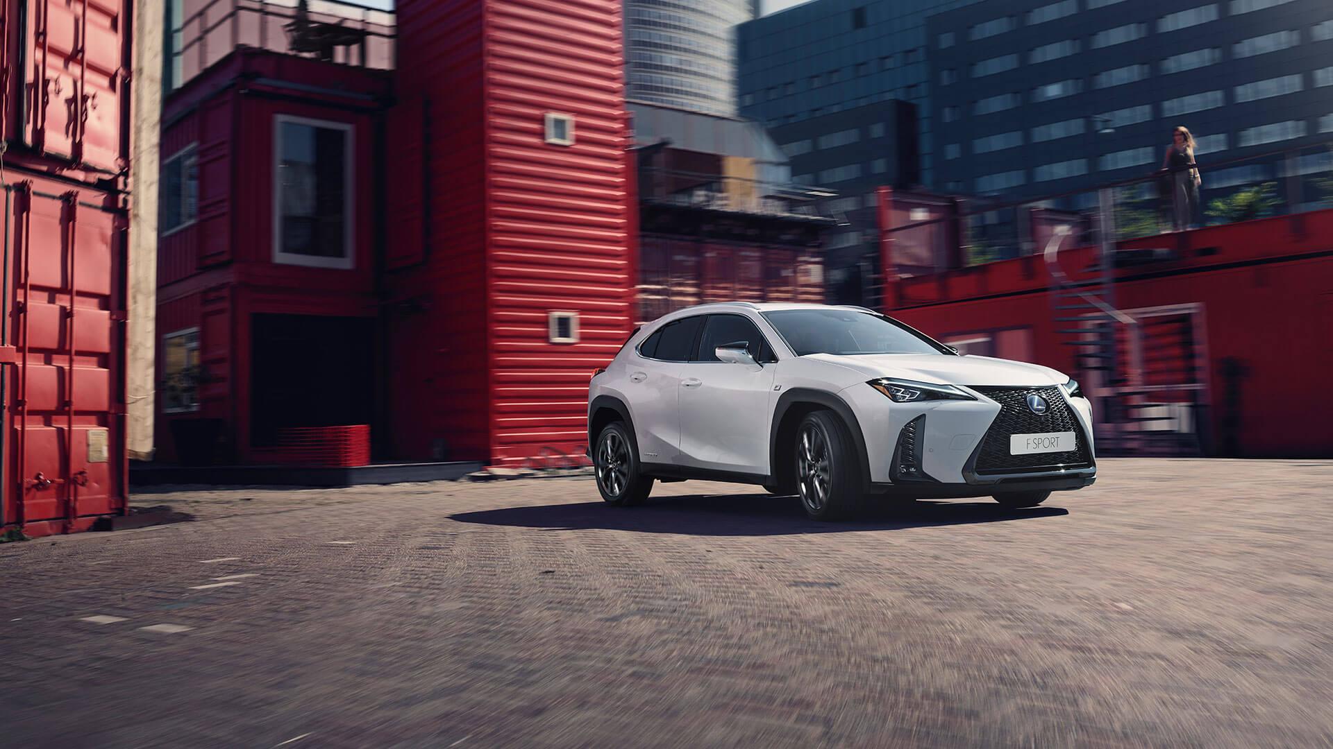 Lexus UX weiß Fernansicht