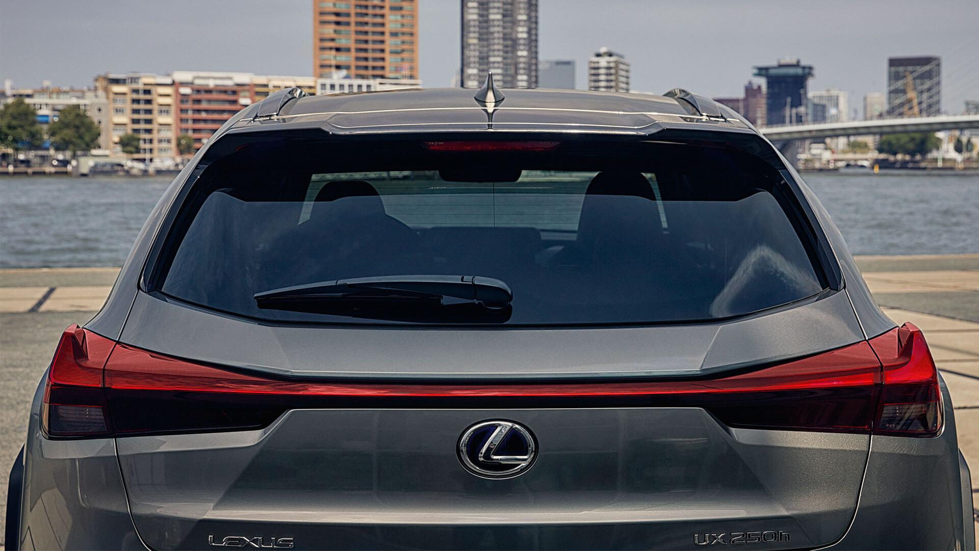 Lexus UX Heckscheibe und Rücklichter