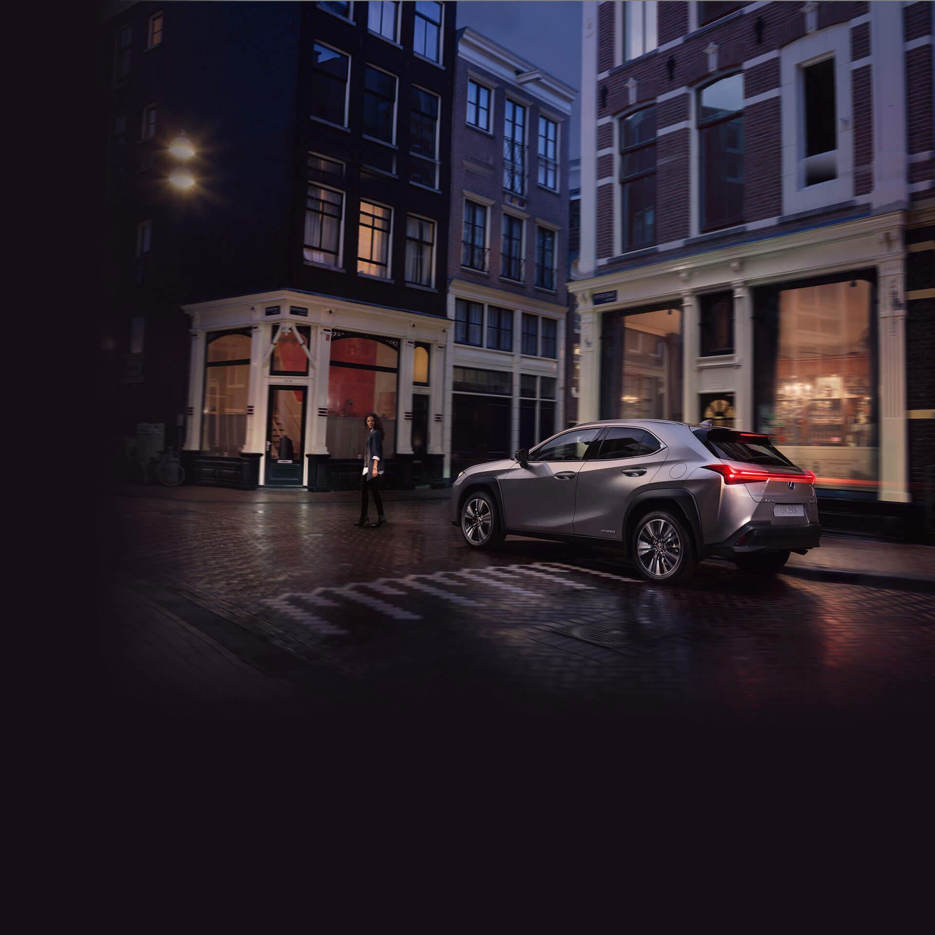 Lexus Hybrid in der Nacht