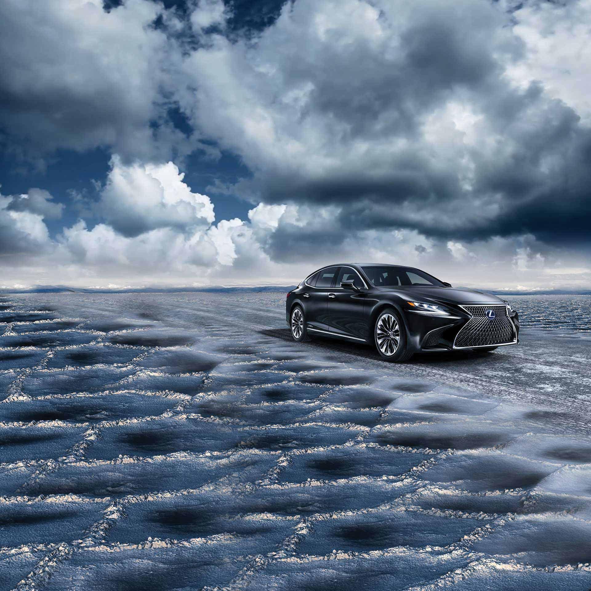 Lexus LS im Schnee
