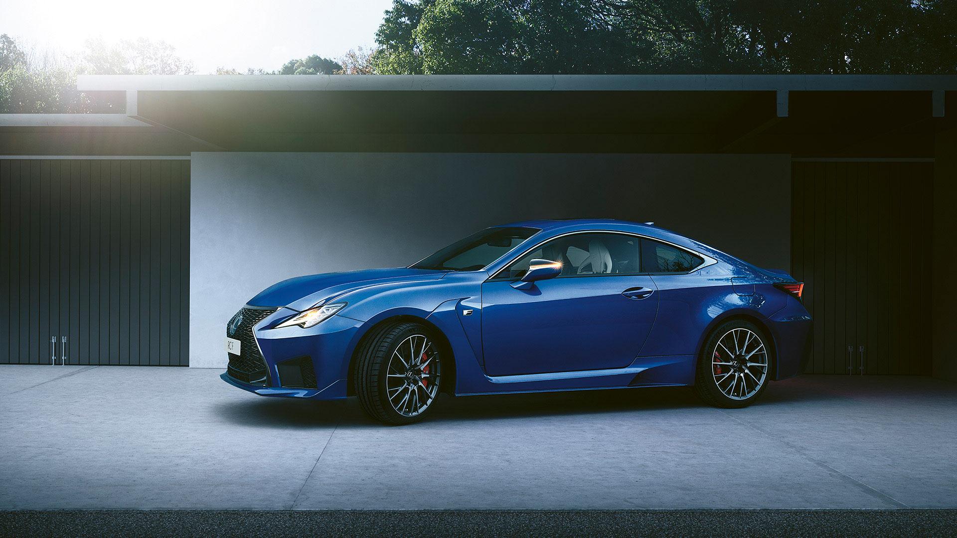 Lexus RC F blau Seitenansicht
