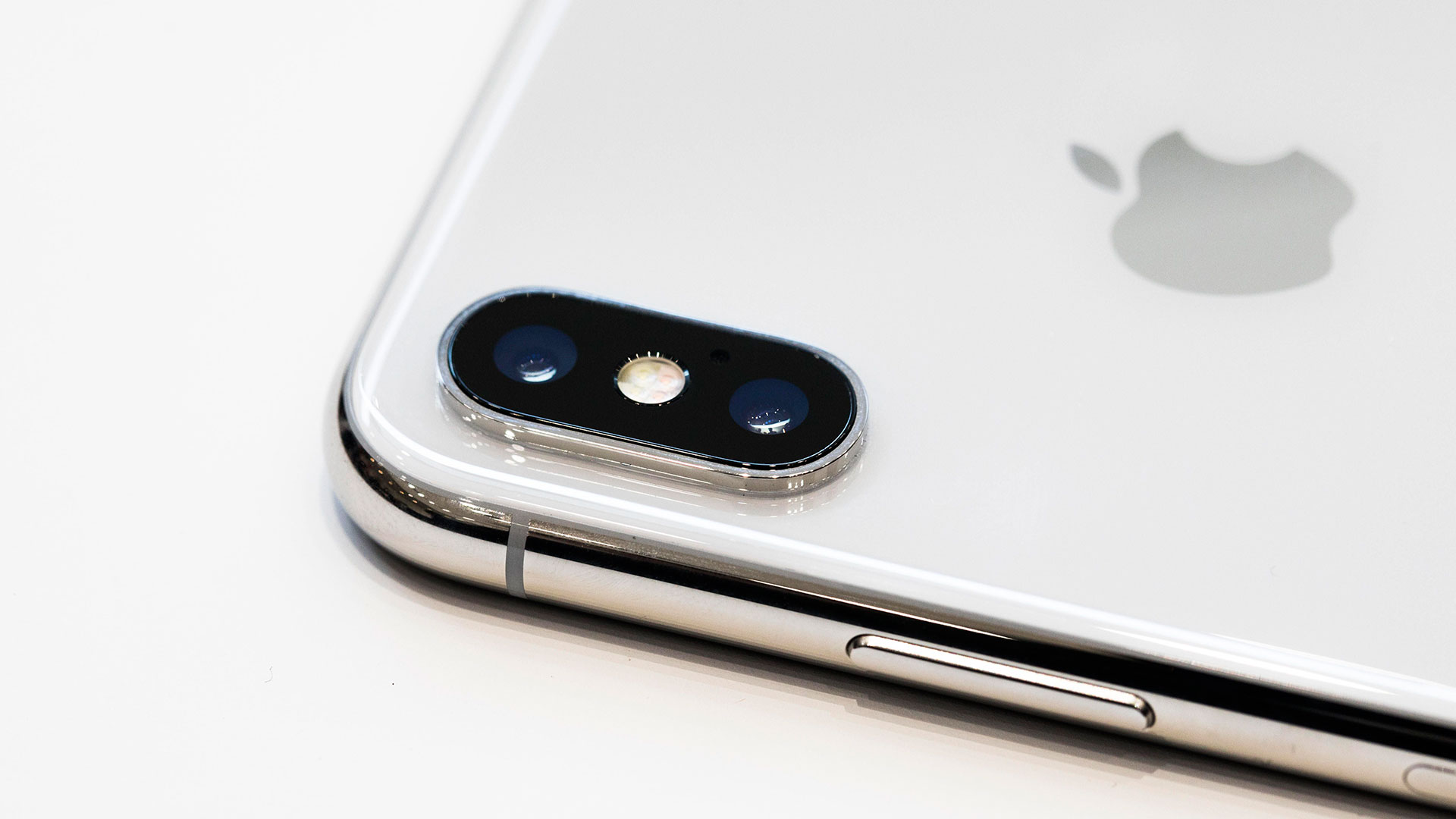 Decada iphone hero asset