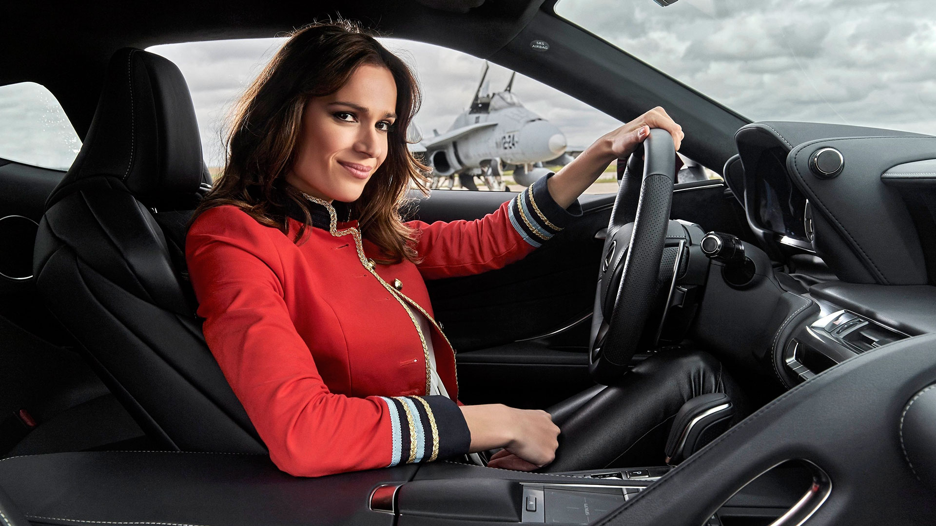 Mar Saura y el nuevo Lexus LC 500 hero asset