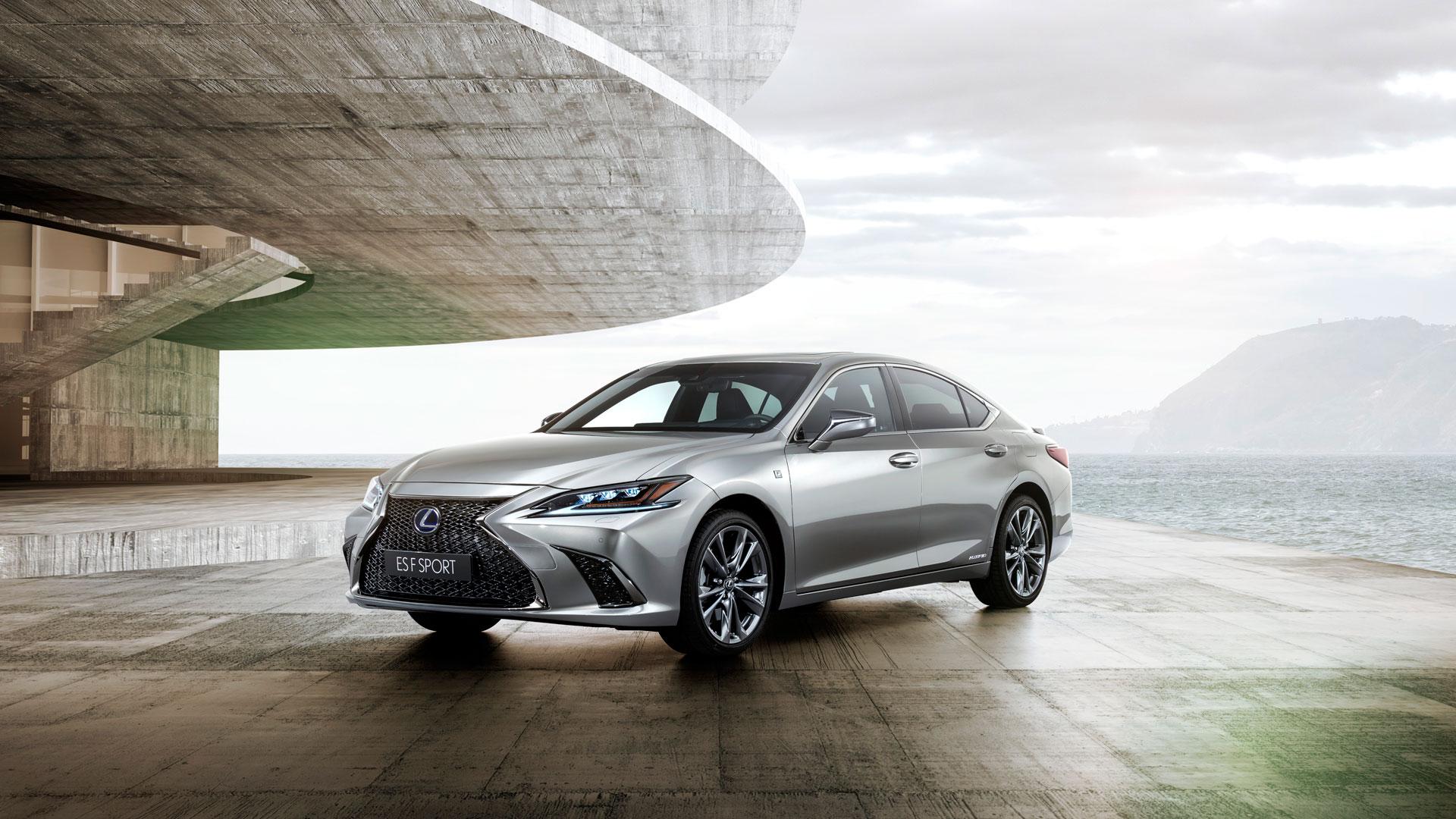 Lexus España lanza el ES 300h hero asset