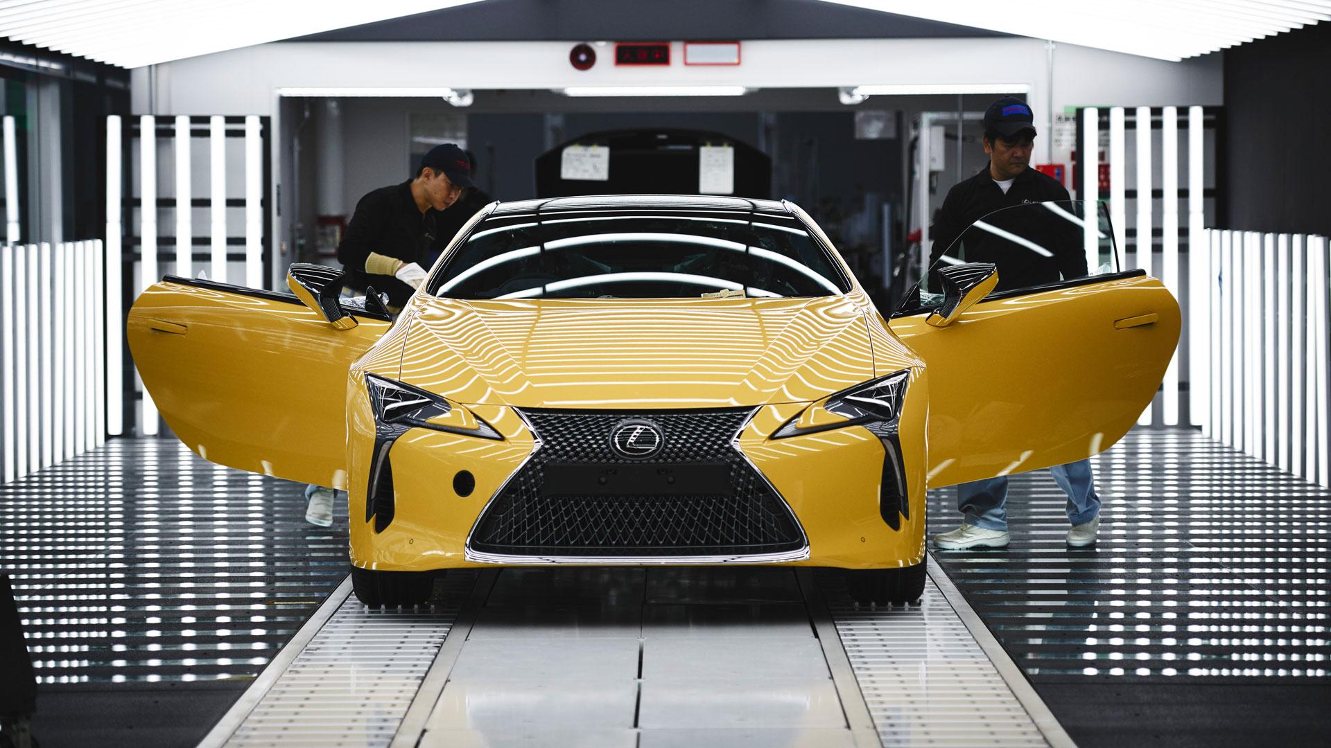 Imagen del LC 500h Yellow Edition en la fábrica de producción