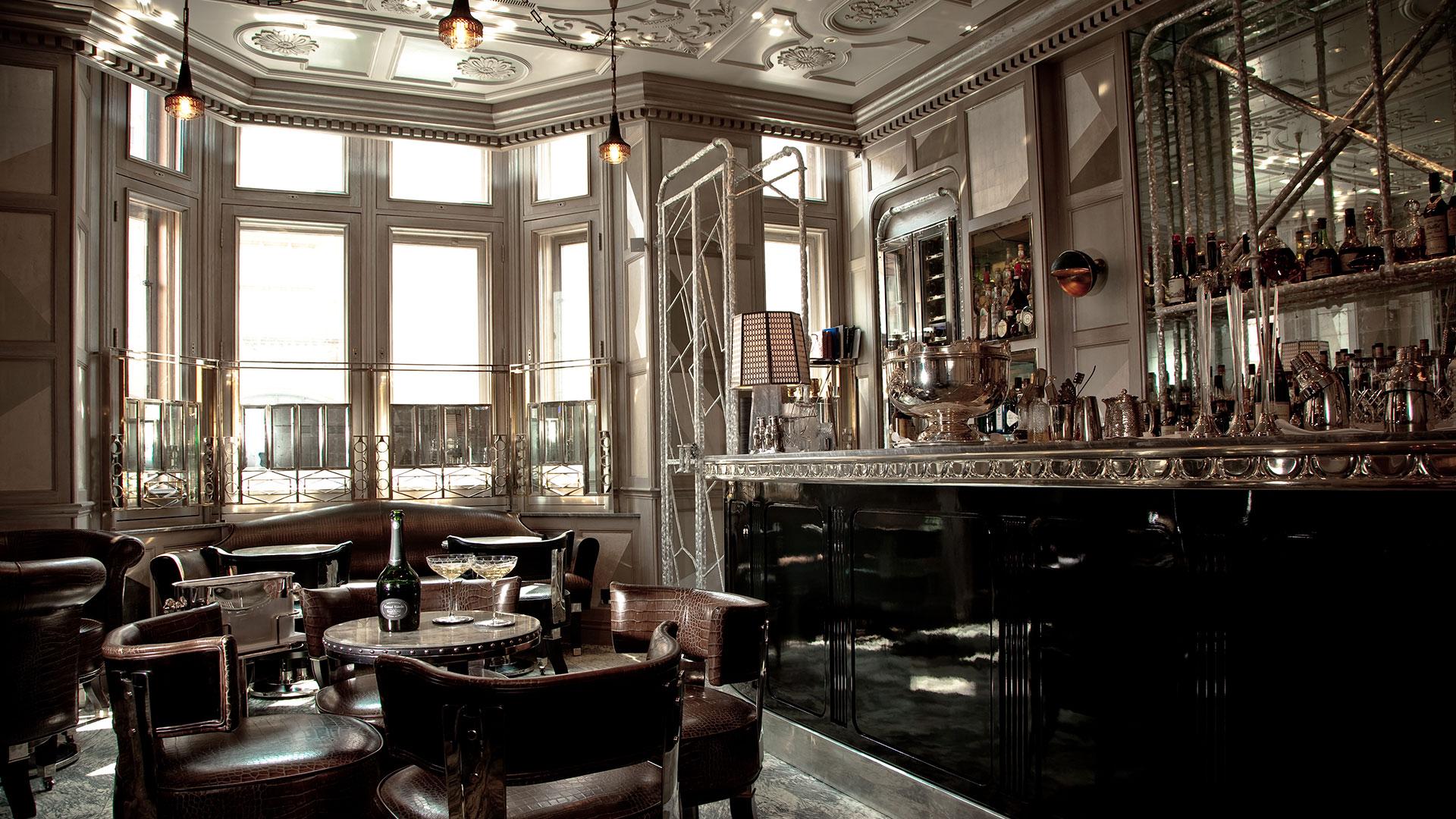 Un hotel al estilo de Agatha Christie hero asset