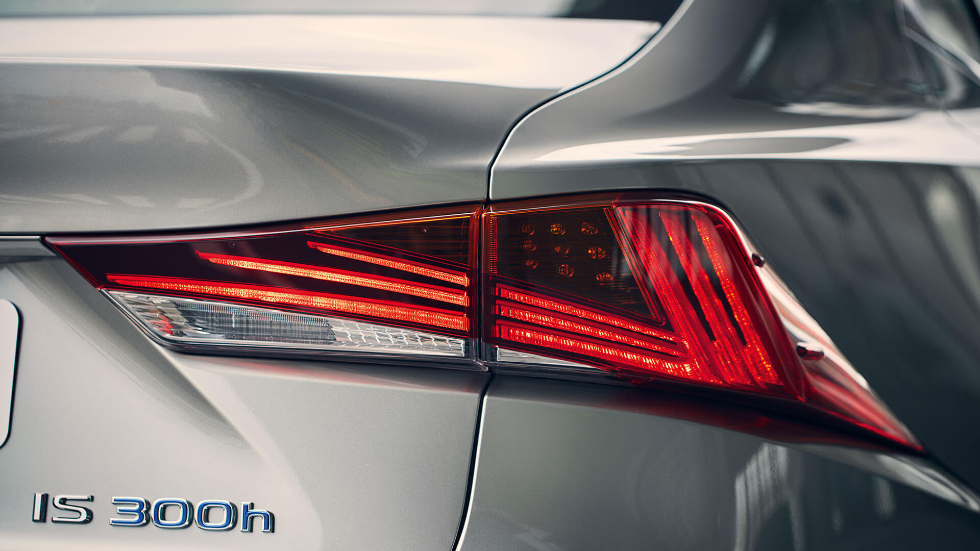 2017 lexus is 300h features led rear lights