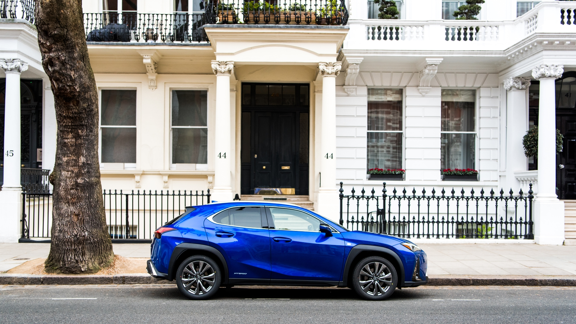 august 2019 lexus uk ux gallery exterior 07