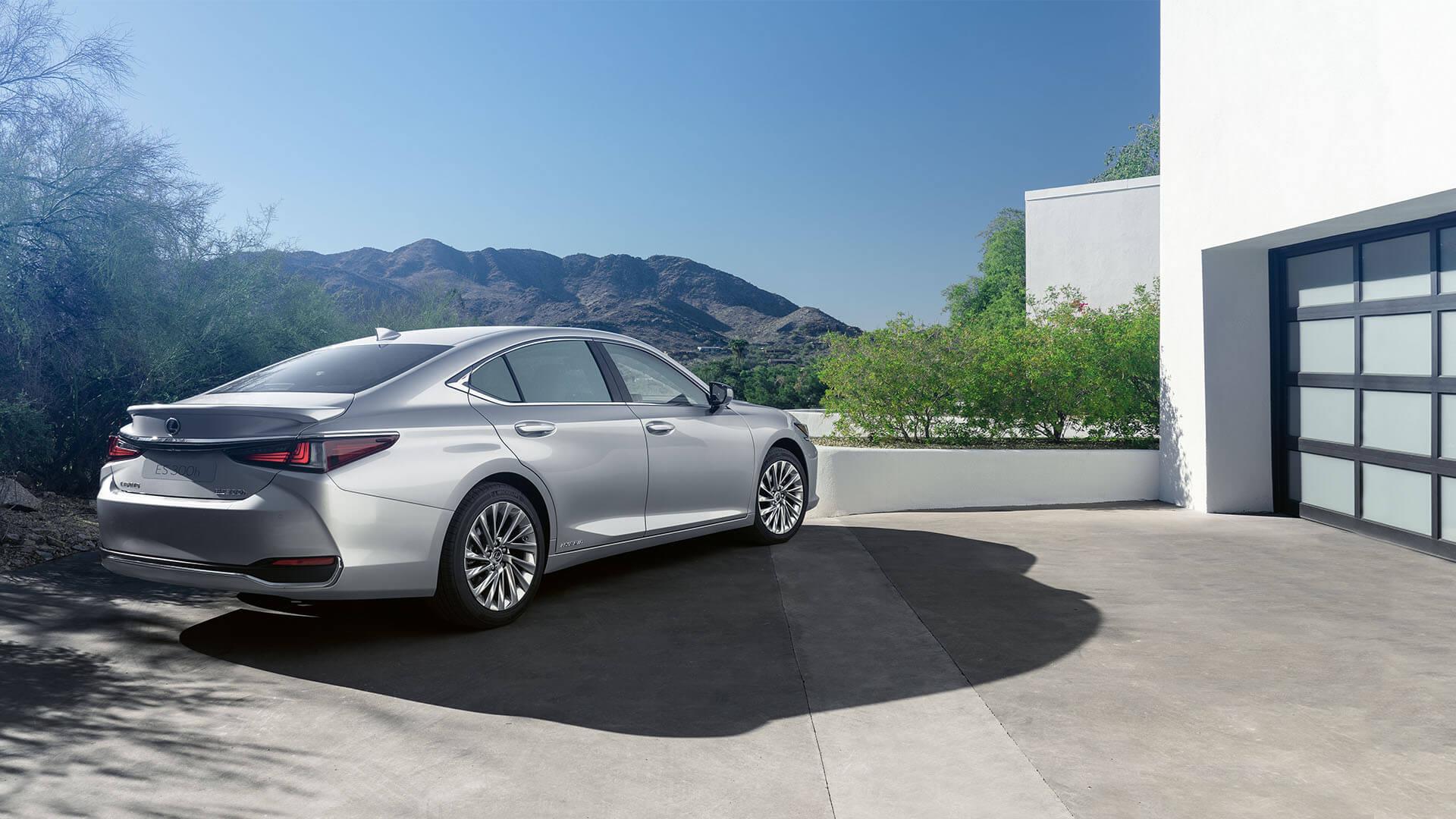 2022 lexus es overview test drive