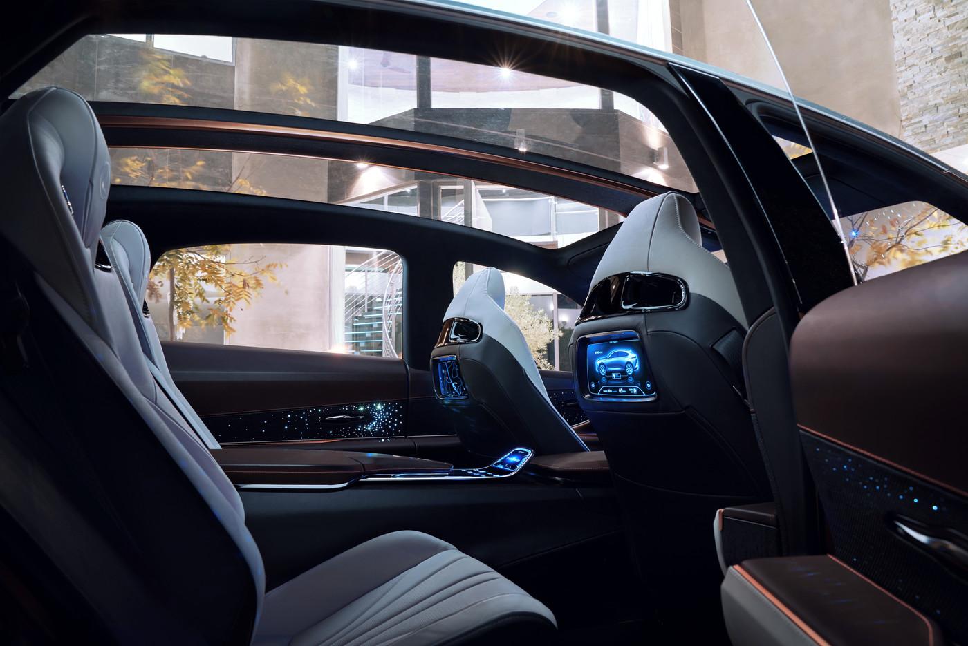 Lexus LF 1 Limitless lifestyle 12