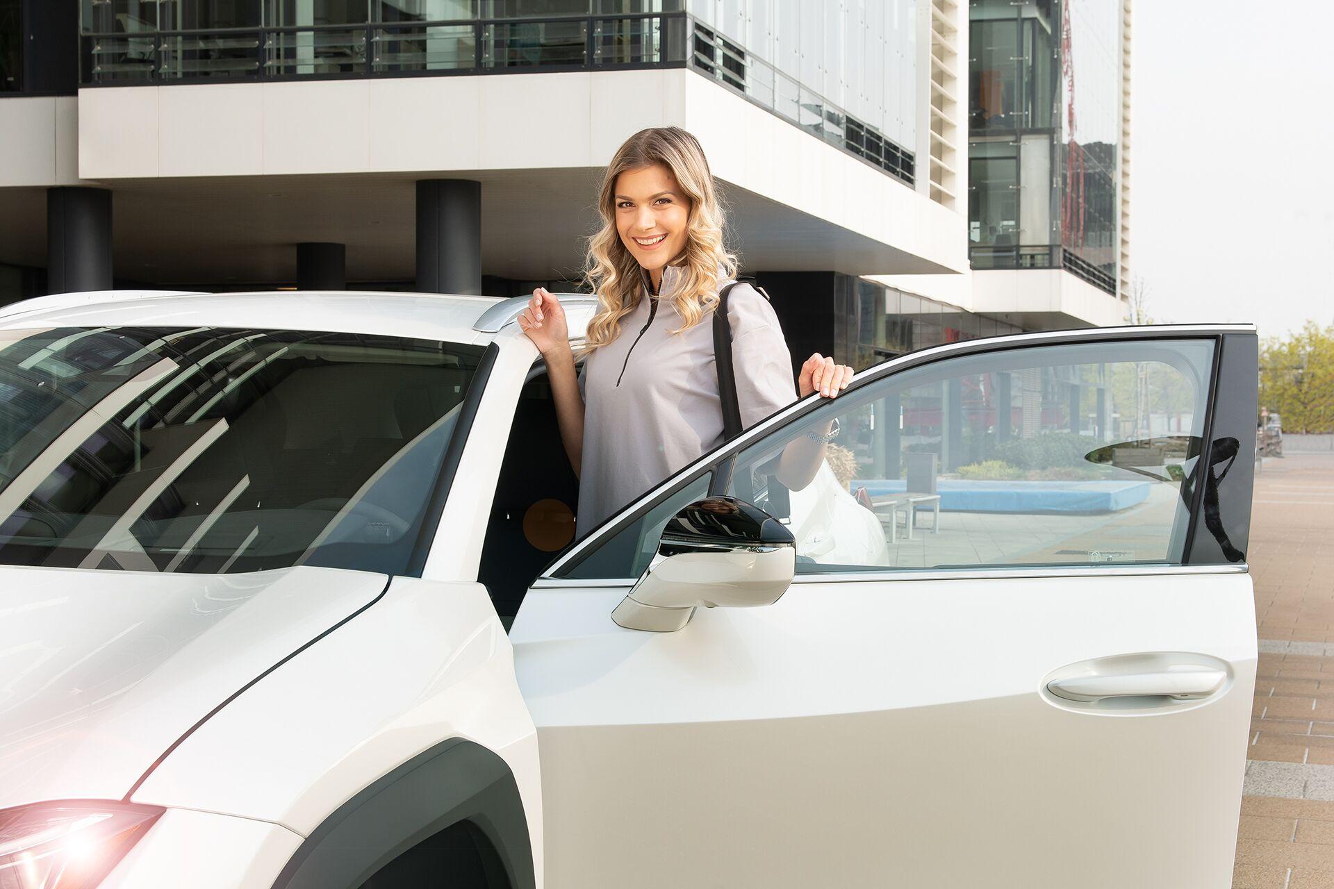 Weisz Fanni Lexus UX 2