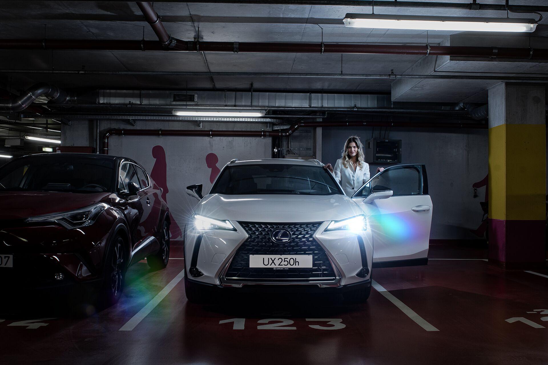 Weisz Fanni Lexus UX 13