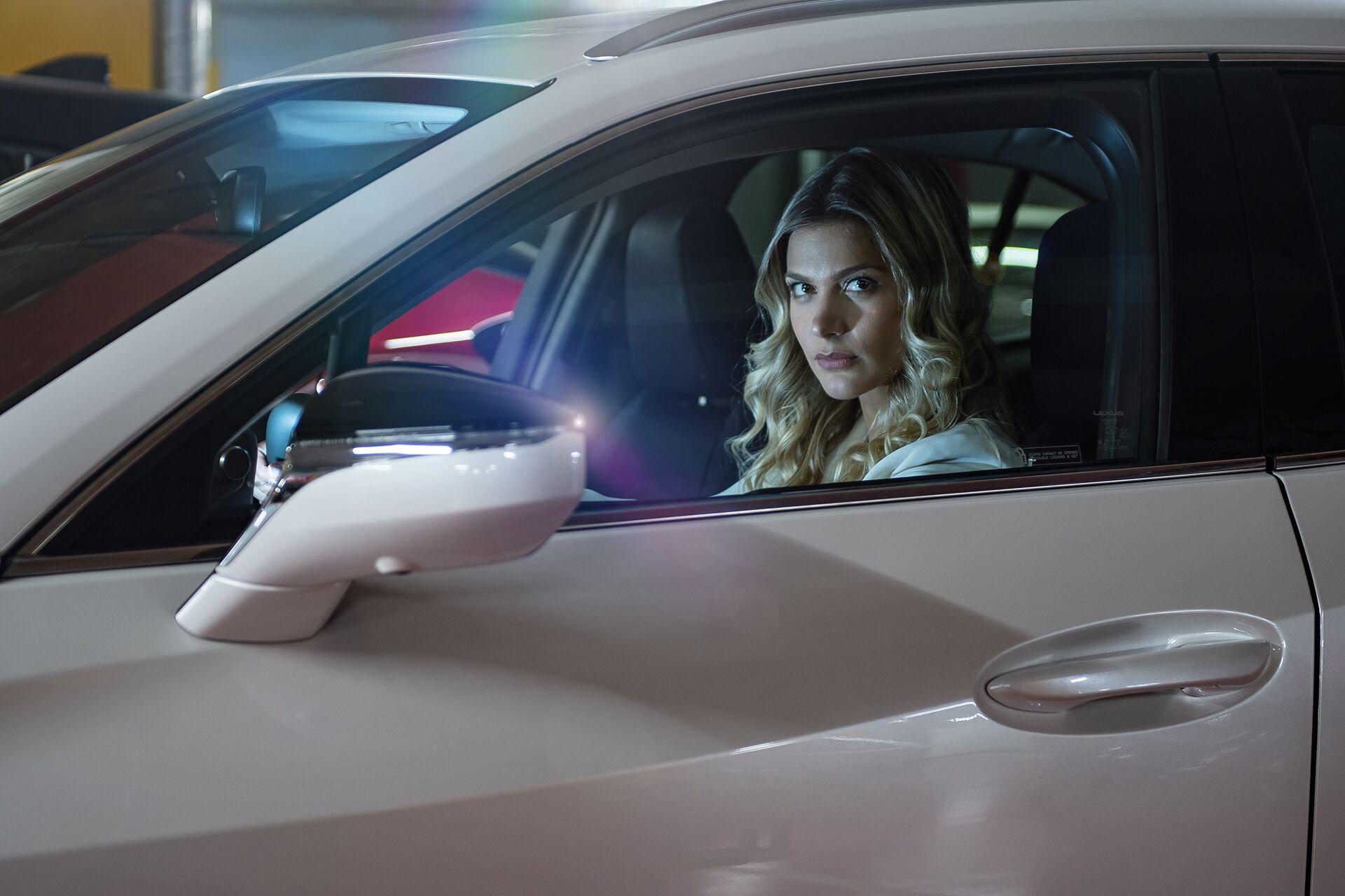 Weisz Fanni Lexus UX 15