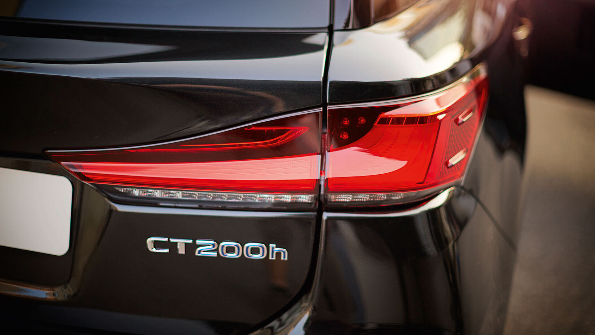 achterkant zwarte Lexus CT 200h