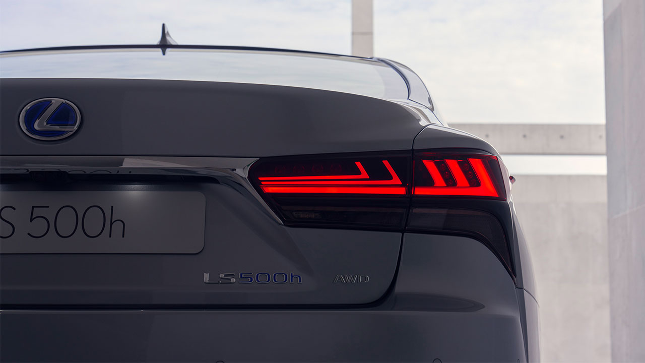 2020 lexus ls experience led rear combination lights