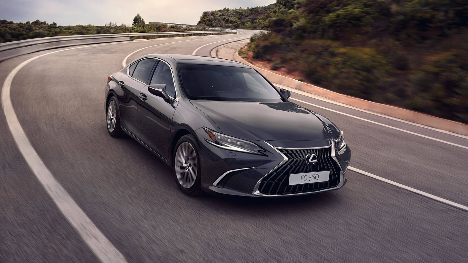 2022 RU lexus es experience exterior front new wheels and paintwork