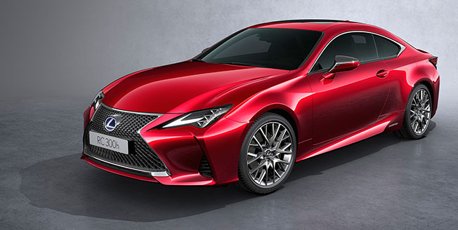 Röd Lexus RC årsmodell 2019