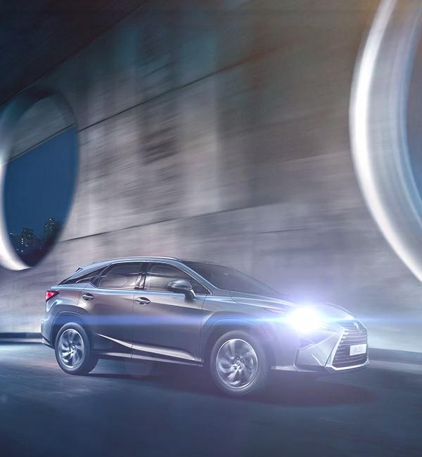 Lexus-RX-lüks-SUV-siyah-hibrit-otomobil-yandan-çekim
